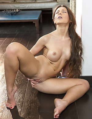 Teen Shaved Pussy Porn Pictures